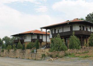 Каменните къщи