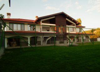 Къща за гости и спорт