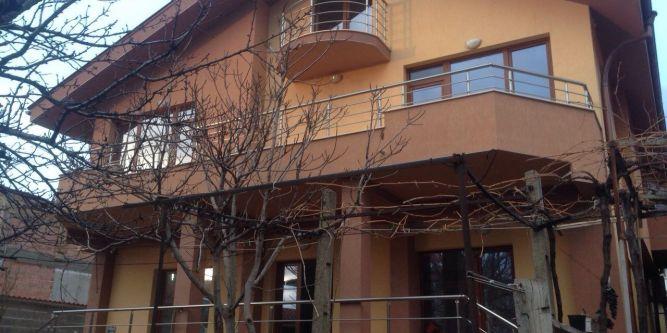 Къща Роден край