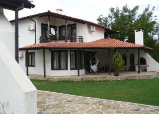 Къща за гости в Искра Вилидж