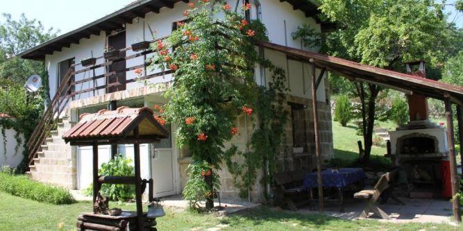 Семеен хотел Орехите