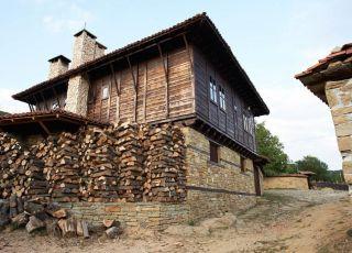 Радева къща