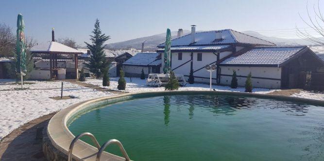 Къща с басейн Донна