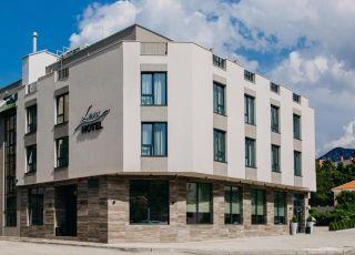 Хотел Лева