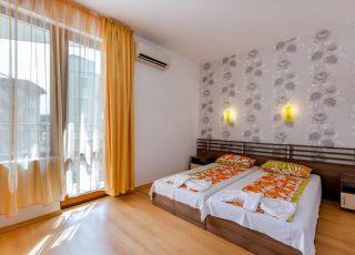 Уютна стая в къща Дафинка КФ