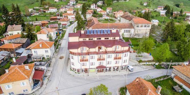 Семеен хотел Борѝка