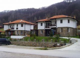 Хотел Вълеви къщи