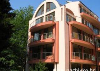 Апартамент у дома