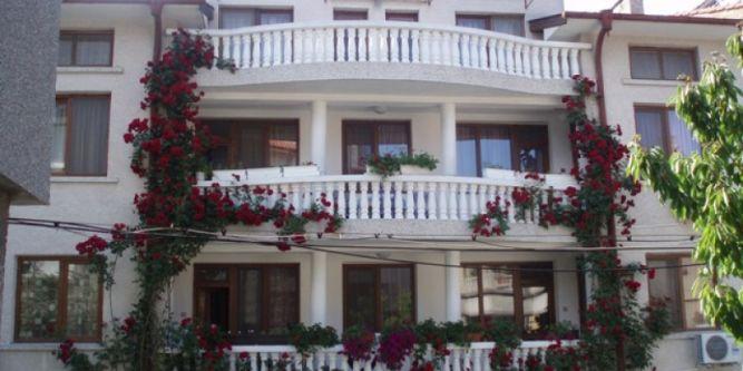 Семеен хотел Дом Канариеви