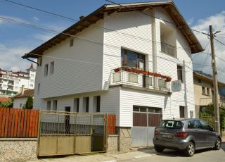 Къща Ния