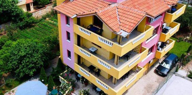Семеен хотел Карастоянови