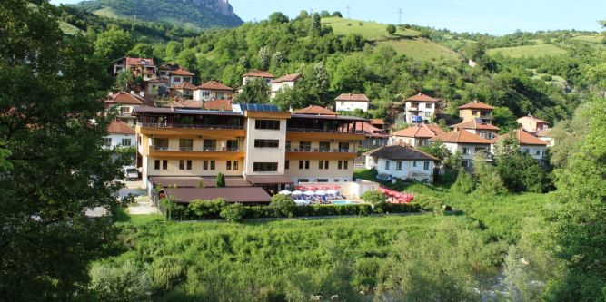 Хотел Еница