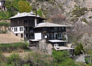 Златинова къща