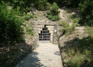 Мезешка гробница