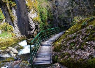Самодивско пръскало (водопад)