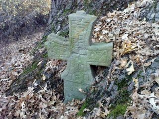 Вековен дъб с оброчен кръст Беренде