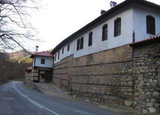 Църква Св. ап. Петър и Павел в метох Орлица - Рилски манастир