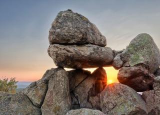 Мегалит Слънчевата врата (Бащин камък)