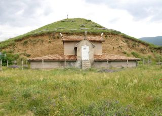 Могила Оструша