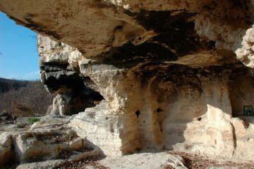 Алботински скален манастир