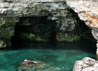 Темната дупка (пещера)