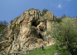 Скален манастир Раклената пещера - с. Балик