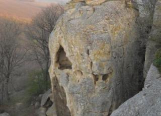 Скални манастири - с. Рояк