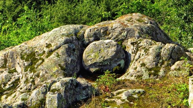 Тракийски слънца (скални светилища)