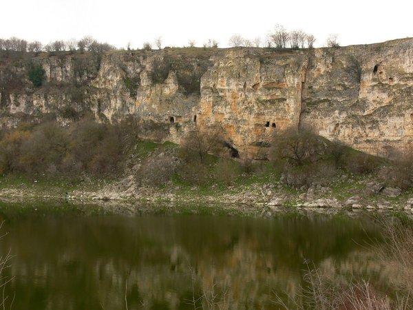 Скален манастирски комплекс Шан Кая