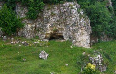 Вълчанова пещера