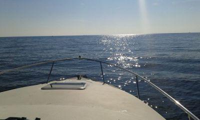 Наем на моторна яхта в Созопол за 10 души, водни ски и теглене с ринг